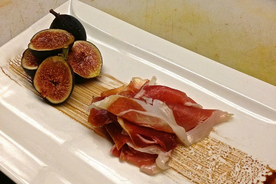 Figs and Prosciutto with Balsamic Reduction